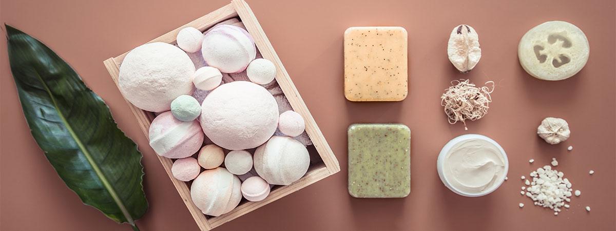 bubullet et savon produits pour le bain et la douche
