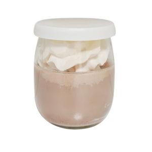 Bougie yaourt chantilly parfum caramel et 100% cire végétale. Vendu par Bubulle et savon.