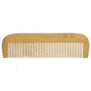 Lepeigne en bambou démêle vos cheveux en quelques instants. Vendu par Bubulle et savon.