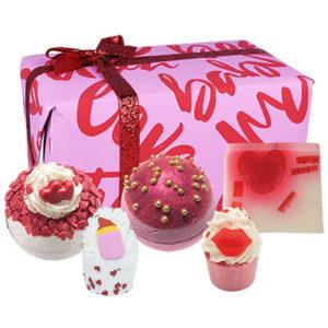 Coffret cadeau romantique savonnerie, vendu par bubulle et savon.